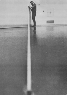Fred Sandback installing at Museum Folkwang, Essen, 1974. Photo courtesy Fred Sandback Estate