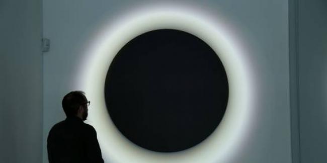 (Eclipse II - Félicie d'Estienne d'Orves – Foto: Cibrian Gallery). Cortesía de Colección BEEP de Arte Electrónico