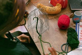 Sonia Gomes en su estudio, Foto: Ana Pigosso. Cortesía de Blum & Poe y Mendes Wood Dm
