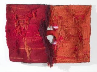 Josep Grau-Garriga, Lligam, 1973. Lana, algodón y fibra sintética 120 x 167 cm. — Cortesía de Michel Soskine Inc.