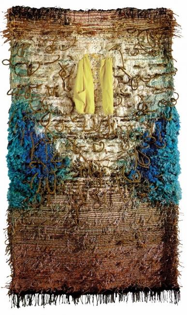 Josep Grau-Garriga, Cada Día, 1990-92 Lana, jute, tela y cuerda 300 x 180 cm. — Cortesía de Michel Soskine Inc.