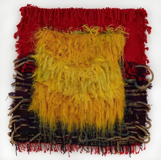 Josep Grau-Garriga, Estiu a Nijar, 1998. Lana, algodón, fibras sintéicas y cuerda, 120x127 cm. — Cortesía de Michel Soskine Inc.