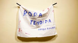 Astrid Sommer. Ropa tendida — Cortesía de STOA Gallery