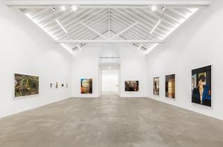 """José Pedro Cortes' """"Corpo Capital"""" vista de exposición"""