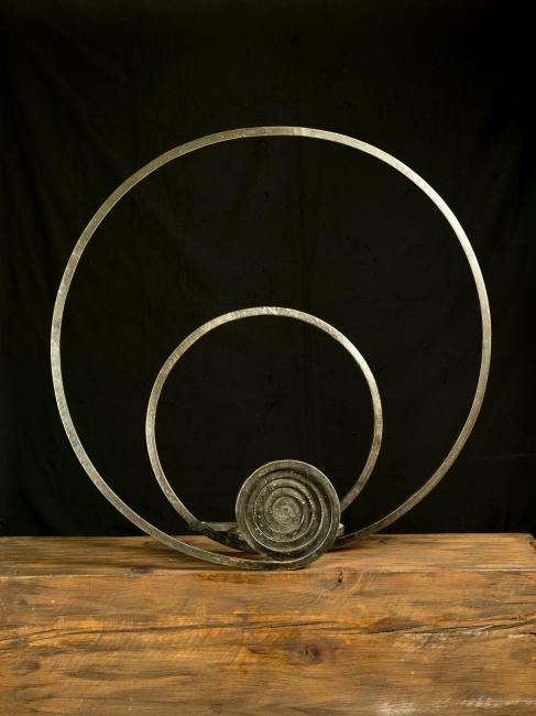 Martín Chirino, El Alisio. Viento del Sur, 2011, hierro forjado, 79,5 x 81,5 x 37,5 cm. — Cortesía de la galería Marlborough Barcelona