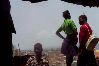Samuel Nacar, Niños en Sierra Leona tras volver de la escuela. Sierra Leona, 2017 — Cortesía de la Fundación Photographic Social Vision