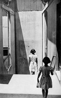 Sergio Larraín, Chile, Valparaíso, Pasaje Bavestrello, 1952. © Magnum Photos