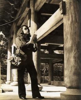 Lina Bo Bardi toma notas en su visita a Japón, década de 1970 — Cortesía de la Fundación Juan March