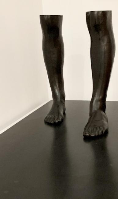 Rafael Canogar, El caminante, 1973. Bronce patinado, 140 x 63 x 50 cm. — Cortesía de la Galería Álvaro Alcázar