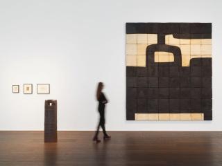 nstallation view, 'Eduardo Chillida' at Hauser & Wirth Zürich, 2019 © Zabalaga-Leku. ARS, New York / VEGAP, Madrid, 2018 Courtesy the Estate of Eduardo Chillida and Hauser & Wirth