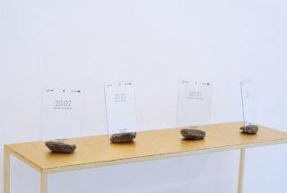 Triana Leborans Capturas, (serie) 2021.Impresión sobre vidrio de portarretrato con base de piedra 13 x 18 cm. — Cortesía de MERIDIANO   Cámara Argentina de Galerías de Arte