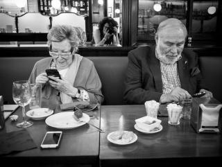 Joana Biarnés i el seu marit Jean Michel Bamberger segueixen les xarxes deprès d'assistir al programa Late Motiv. Juny 2018 — Cortesía de la Fundación Photographic Social Vision