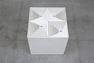 Ascânio MMM, Caixa 2, 1969, madeira pintada, 63x63x63 cm.
