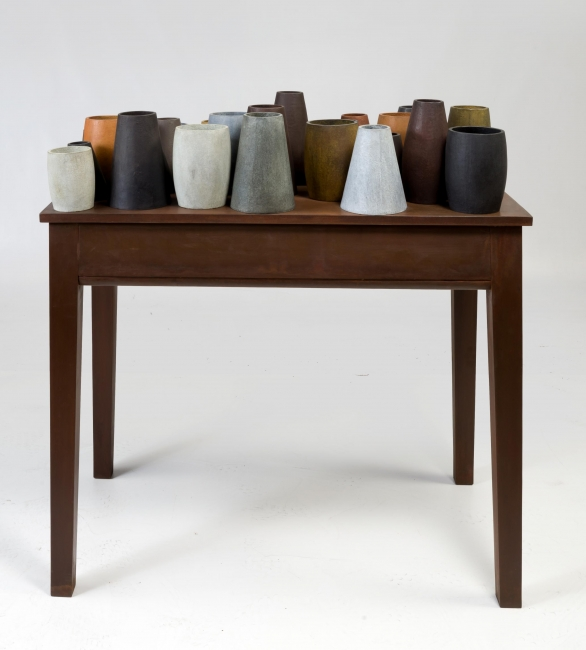 Gerardo Rueda, MESA, 2000, P/A 1/4. Bronce. 108 x 100 x 58 cm. – Cortesía de Ansorena Galería de Arte