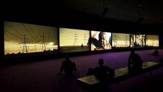 Imagem: vista da exposição Purple, de John Akomfrah. Fotografia: David Rato