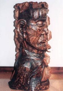 José Antonio Rodrigo Mellado, Detrás de un gran hombre (Talla en madera, 42x19x47 cm.)