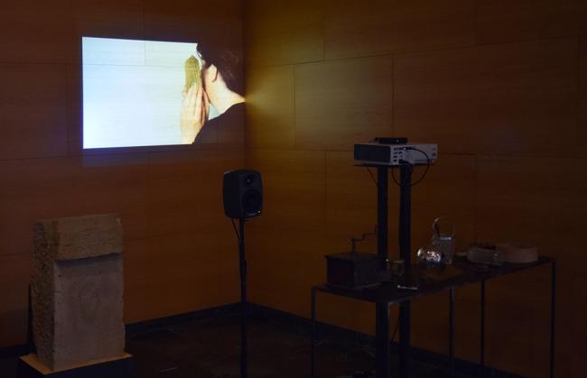 Objetos ((eco)). Arqueología de los afectos. Instalación audiovisual.