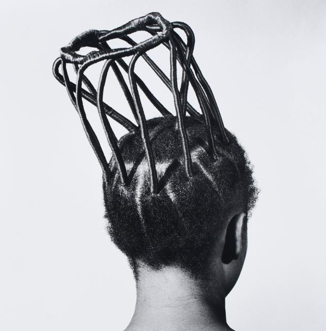 © J.D.  'Okhai Ojeikere, Sin título [Peinados],  1970-79 — Cortesía de la Fundación Foto Colectania