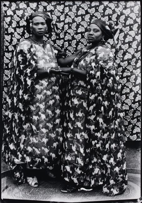© Seydou Keïta, Retrato sin título, 1952-58 — Cortesía de la Fundación Foto Colectania