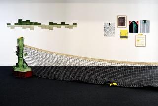 En la imagen, una de las salas de la nueva County Hall Gallery con obras de Miki Leal — Cortesía de WeCollect Club