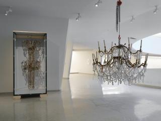 Danh Vo, vista de instalación de Take My Breath Away, Solomon R. Guggenheim Museum, Nueva York, 2018. Foto: Nick Ash — Cortesía de kurimanzutto