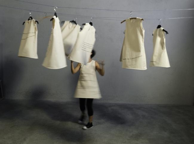 Por el desván de mi infancia. Performance Elisa Torreira