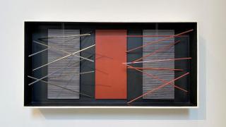 Jesús Rafael Soto, Vibración, Bastones con Rojo, 1964. Mixed media, polychromed wood and metal, 20 1/16 x 40 5/32 x 5 3/32 in. — Cortesía de Sicardi Ayers Bacino