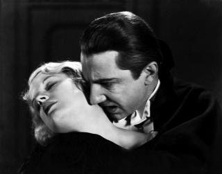 """Béla Lugosi y Helen Chandler en Drácula de Tod Browning, 1931. Universal Pictures/WolfTracerArchive/Photo12/ agefotostock. Imagen de Béla Lugosi reproducida con el permiso de Lugosi Estate (www.belalugosi.com) — Cortesía de la Fundación """"la Caixa"""""""
