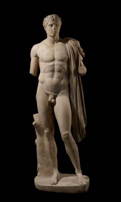 Héroe o atleta. Estatua de mármol romana (siglo I d. C.) a partir de un original griego (c. 320-300 a. C.). © The Trustees of the British Museum – Cortesía de Caixaforum Barcelona