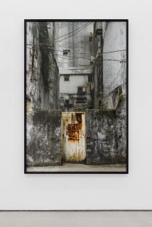 Rui Calçada Bastos, Untitled Sem Título (Macau), 2016, 165 x 110 cm. Ed. 3 + 1 AP. Impressão inkjet, Photo Rag Baryta. 100% Algodão. 315 g. — Cortesía de la Galeria Bruno Múrias