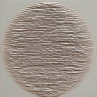 Fernando Daza, Círculo cinzento sobre cinzento  papel Canson rasgado à mão e colado s/tela, 48x48 cm, 2020 — Cortesía de Trema Arte Contemporánea