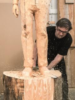 Retrato de Stephan Balkenhol en su taller. Foto: Henrik Hornung