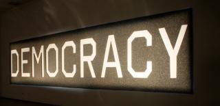 Democracia: Al fin y al cabo, somos lo que hacemos para cambiar lo que somos