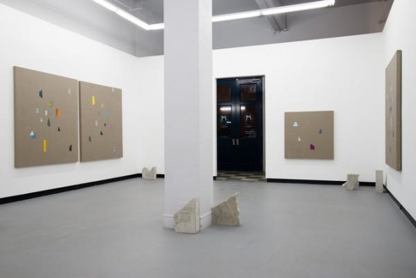 Vista de la exposición. Fotografía de Roy Cal
