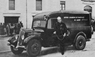 Norman Bethune en España, al lado de la ambulancia del Servicio Canadiense de Transfusión de Sangre (1936-1937)