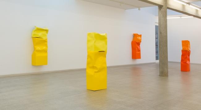 Angela de la Cruz, Exposición Mudanza. Galería Carreras-Múgica — Cortesía de COMCO COMUNICACIÓN INTEGRAL