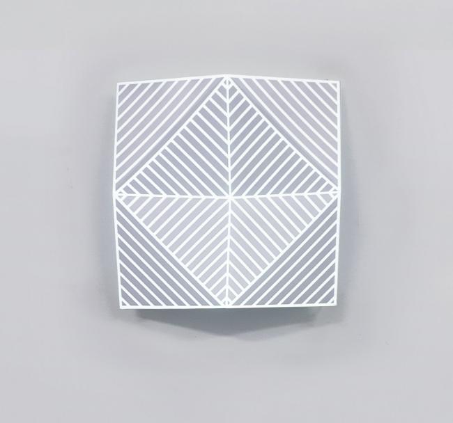 José García Vallés, Generative. Metal, esmalte y proyección videomapping. 50x50x5cm, 2017 — Cortesía de la Galería JM