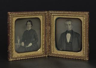 Autoría desconocida Retratos de una mujer y de un hombre, ca.1840-1860 Estuche con dos daguerrotipos Colección Ángel Fuentes de Cía © Josep Maria Oliveras