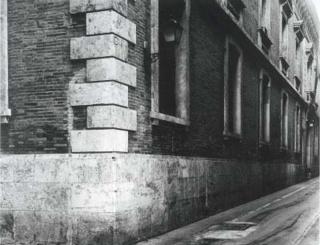Humberto Rivas. Fotografía sin título (Fachada del Edificio Histórico La Nau), 1997, Colección Universitat de València © Humberto Rivas — Cortesía del Centre Cultural La Nau de la Universitat de València