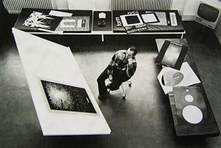 Almir Mavignier in his studio. Imagen cortesía galeria nara roesler