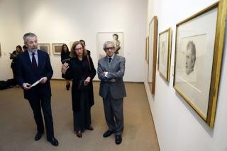 El presidente de la Fundación Unicaja, Braulio Medel, y el pintor Hernán Cortés, junto a la comisaria de la exposición, María Dolores Jiménez-Blanco — Cortesía de la Fundación Unicaja