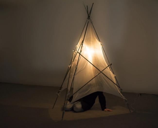 Tamara Jacquin: Refugio I. Medidas: 200 x 100 x 100 cm. — Cortesía de Daniel Silvo