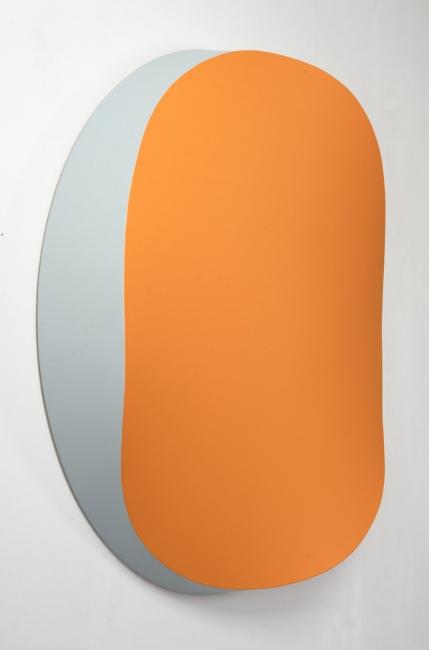 Jan Kalab, Bent Orange, side, 100 cm. 2019 — Cortesía de Plastic Murs