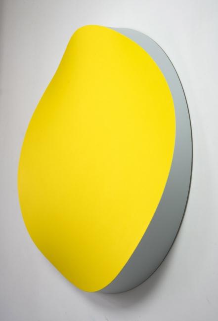 Jan Kalab, Bent Yelow, side, 120cm. 2019 — Cortesía de Plastic Murs