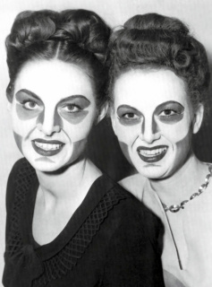Flávia Vieira. Makeup developed in the 1940s by Max Factor, Jr, for bllack-and-white television — Cortesía de Kubikgallery