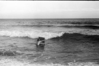 Bombon Projects | Pere Llobera: Lluita contra el mar, 2019. Impresión digital en papel Hahnemüle. 31 x 46 cm. — Cortesía de Art Barcelona (Abe)
