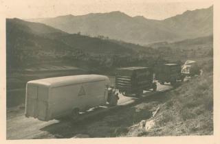 Camiones que transportan el patrimonio artístico hacia Olot, noviembre 1936. © Arxiu Fotogràfic de Barcelona. Autor, Joan Vidal Ventosa — Cortesía del MNAC