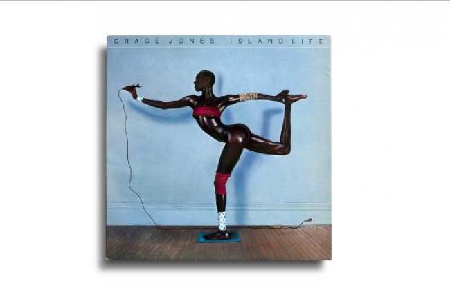 Vinilo: Grace Jones, Island Life, Island Records – 207 472, Francia, 1985. Diseño: Greg Porto. Fotografía: Jean-Paul Goude – Cortesía de la Fundación Foto Colectania