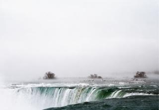 Axel Hütte, Niagar Falls, Canadá — Cortesía de la Galería Helga de Alvear
