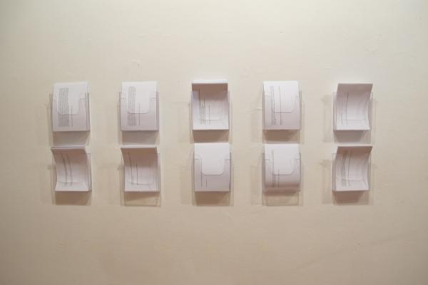 ANTONIA DEL RIO. aliment discursiu teòric. Impressions sobre paper DinA5 i portafulletons de metacrilat. Dimensions i distribució variables